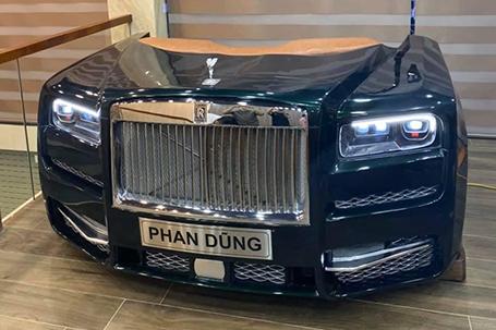 Chế tạo chiếc bàn cách điệu từ mô hình đầu xe Rolls Royce