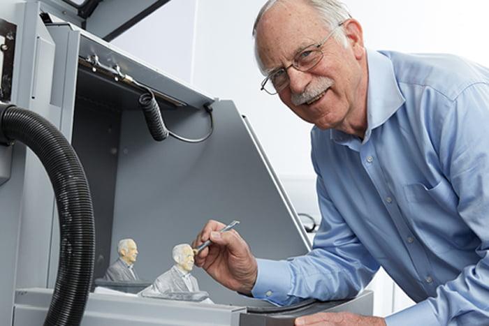 Người chế tạo ra máy in 3D đầu tiên trên thế giới, kĩ sư Chuck Hull