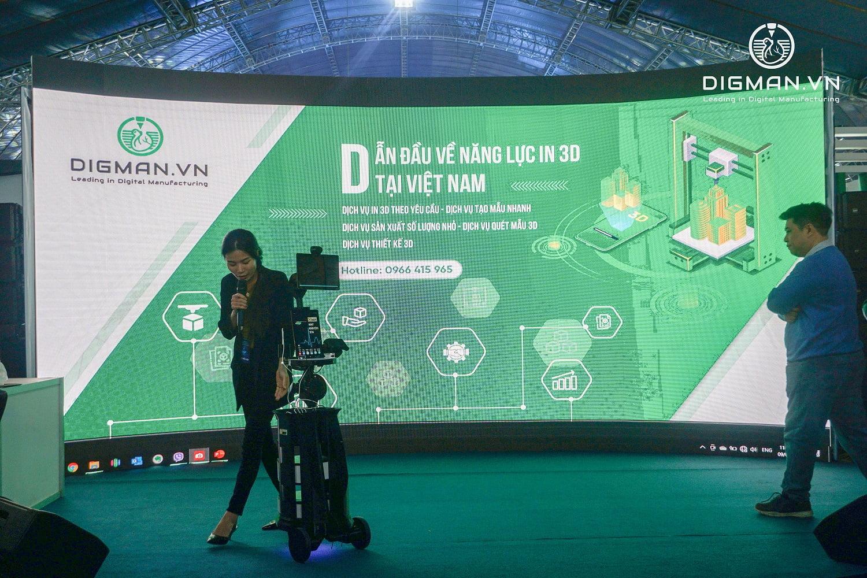 Đại diện DIGMAN cùng với đối tác chia sẻ kinh nghiệm ứng dụng công nghệ in 3D vào sản xuất linh kiện robot